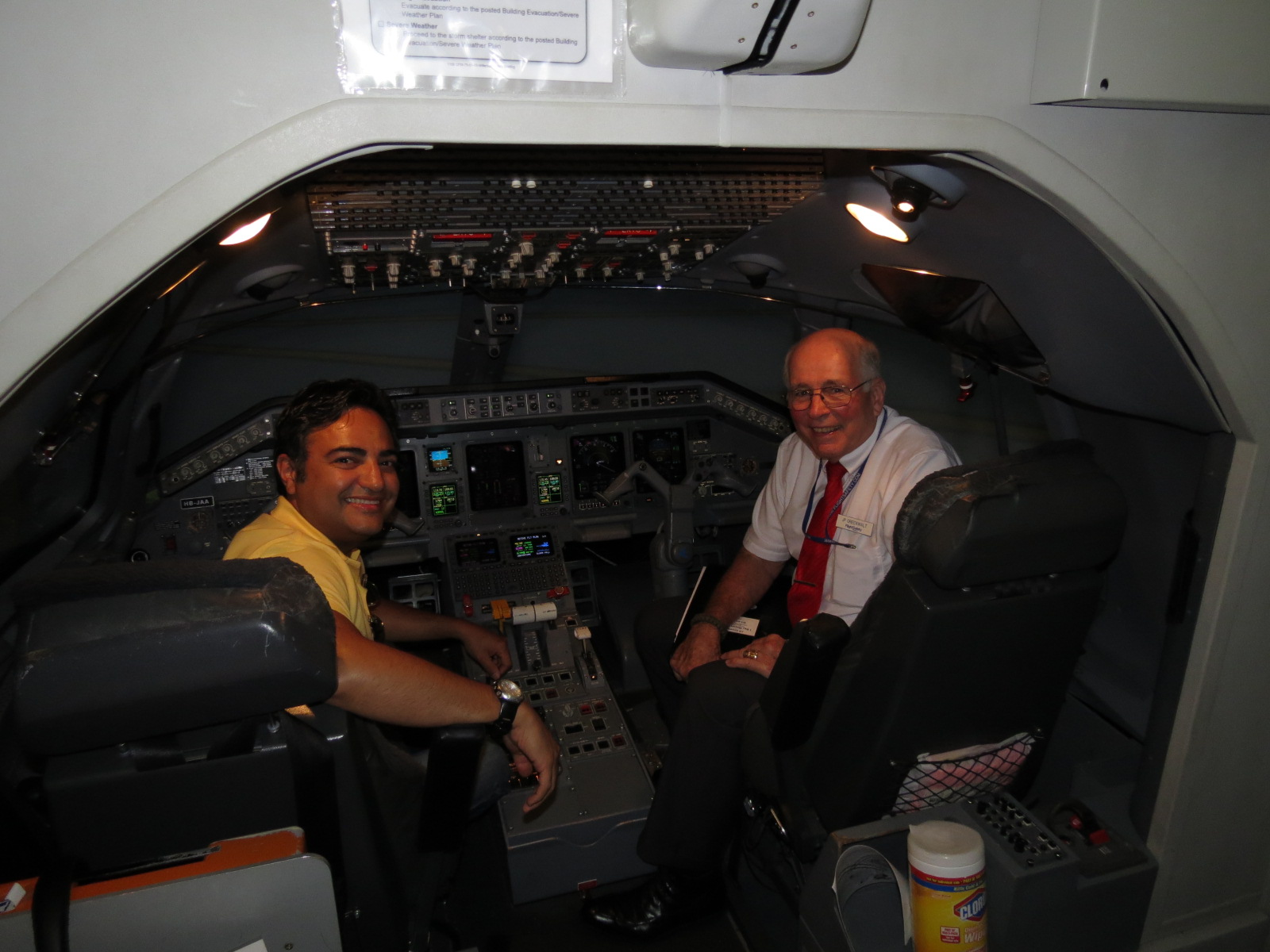 Flight Safety International- Simulator ERJ 145 (8)